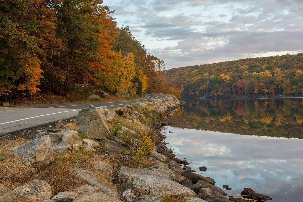 Seven_Lakes_Drive_along_Lake_Askoti_3.jpg
